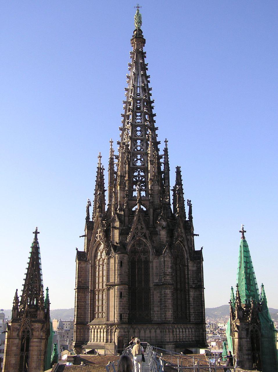 ...ral) 巴塞罗那大教堂的主体建于13-15世纪,教堂的正立面直到19